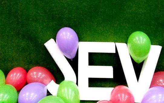 """""""Més Joves que mai!"""", homenatge de JEV a jubilats i jubilades de l'organització"""