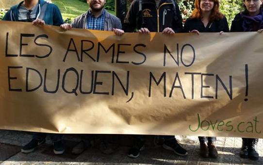 Les armes no eduquen, maten!