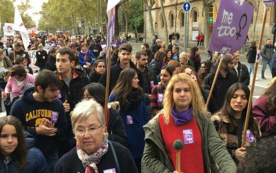 Assistim a la manifestació del dia internacional per la eradicació de les violències masclistes