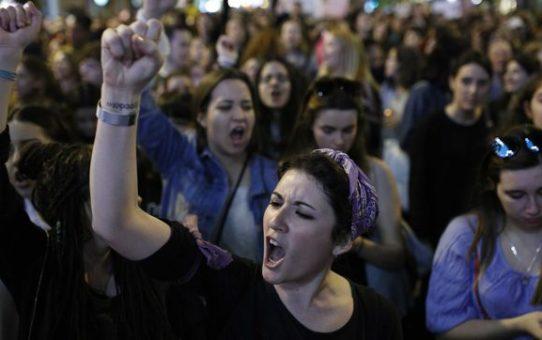 Resolució per la feminització de la política